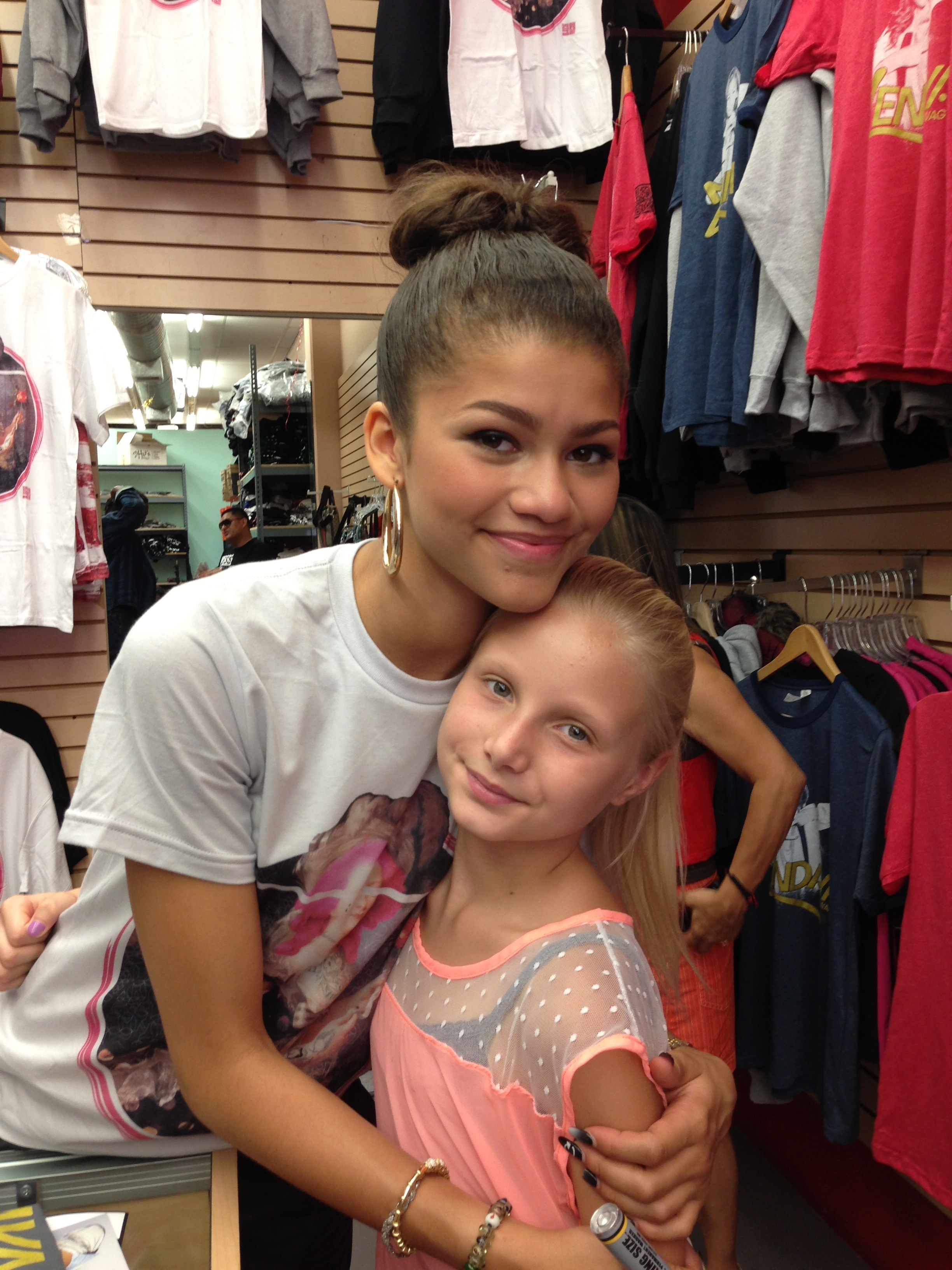 Zendaya meets fans in los angeles june 22 2013 reach for the stars 20130623 124307g m4hsunfo