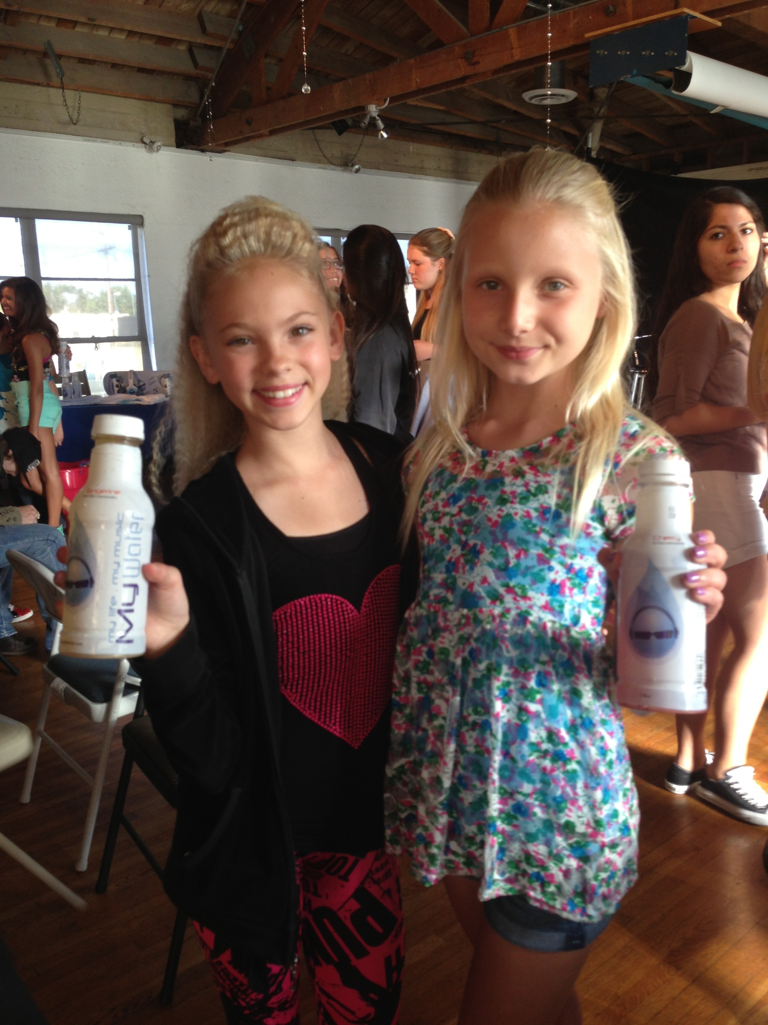 Carson Lueders and Jordyn Jones Perform a Duet at Inside the Drop ...