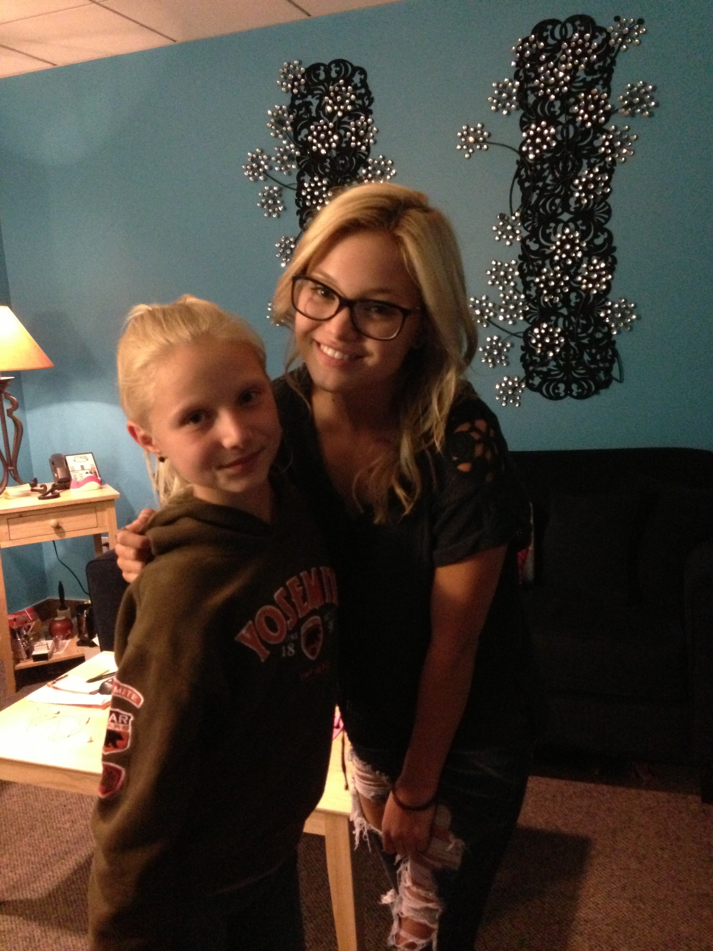 Meet Olivia Holt In Chicago August 9 2013 Reach For The Stars
