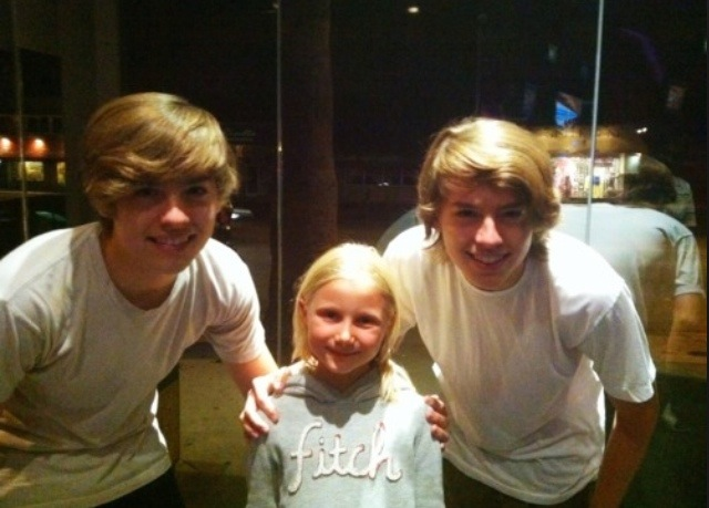 Dylan and cole sprouse are touring japan with koyamada foundation 20140804 095128 35488245g m4hsunfo